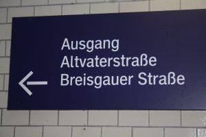 "Foto S1 Hinweis: ""Ausgang Altvaterstr."""